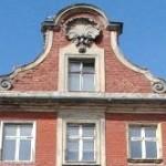 Fenstergiebel von Haus No. 3 im Jahr 2004